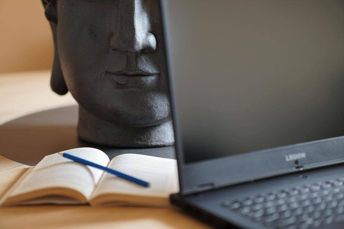 Arbeitsplatz einer Onlinepraxis für Beratung und Therapie